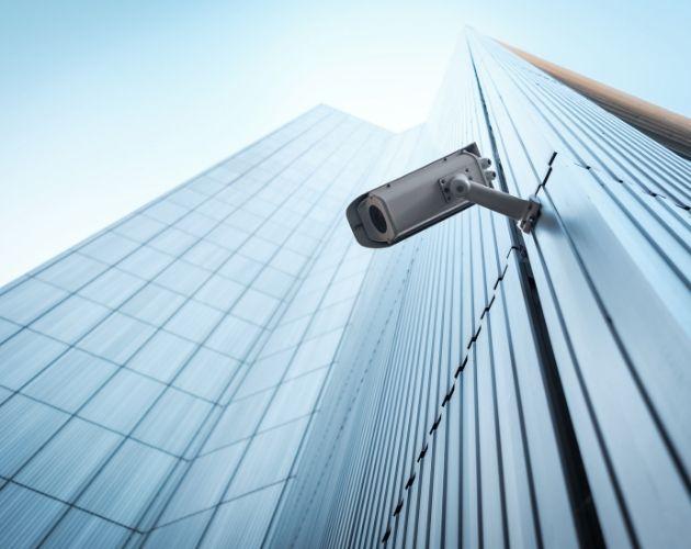 camara de vigilancia en el exterior